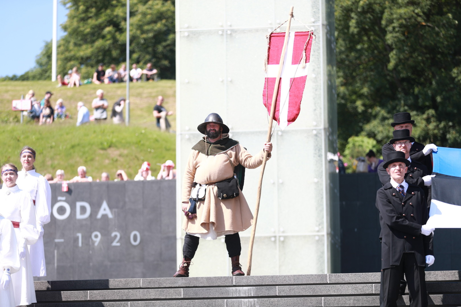 800 летний юбилей завоевания городища Рявала, и праздник датского флага.